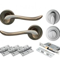 VERDUN WC Lever On Rose Doorpack Includes: WC Lock/Thumbturn/3x X Hip Hinges EB